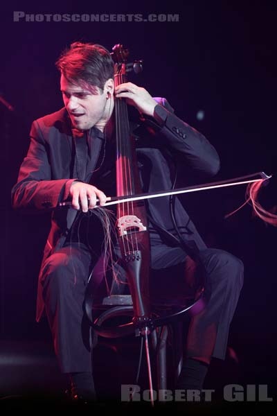 2CELLOS - 2013-12-11 - PARIS - Olympia