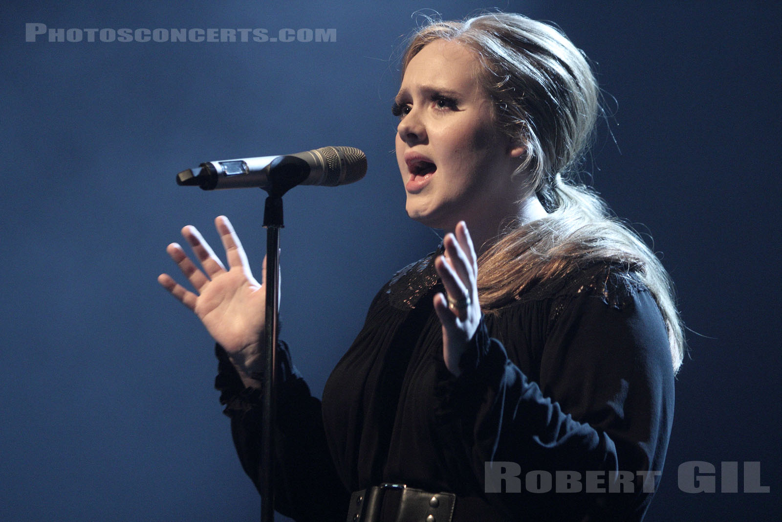 ADELE - 2011-04-04 - PARIS - La Cigale