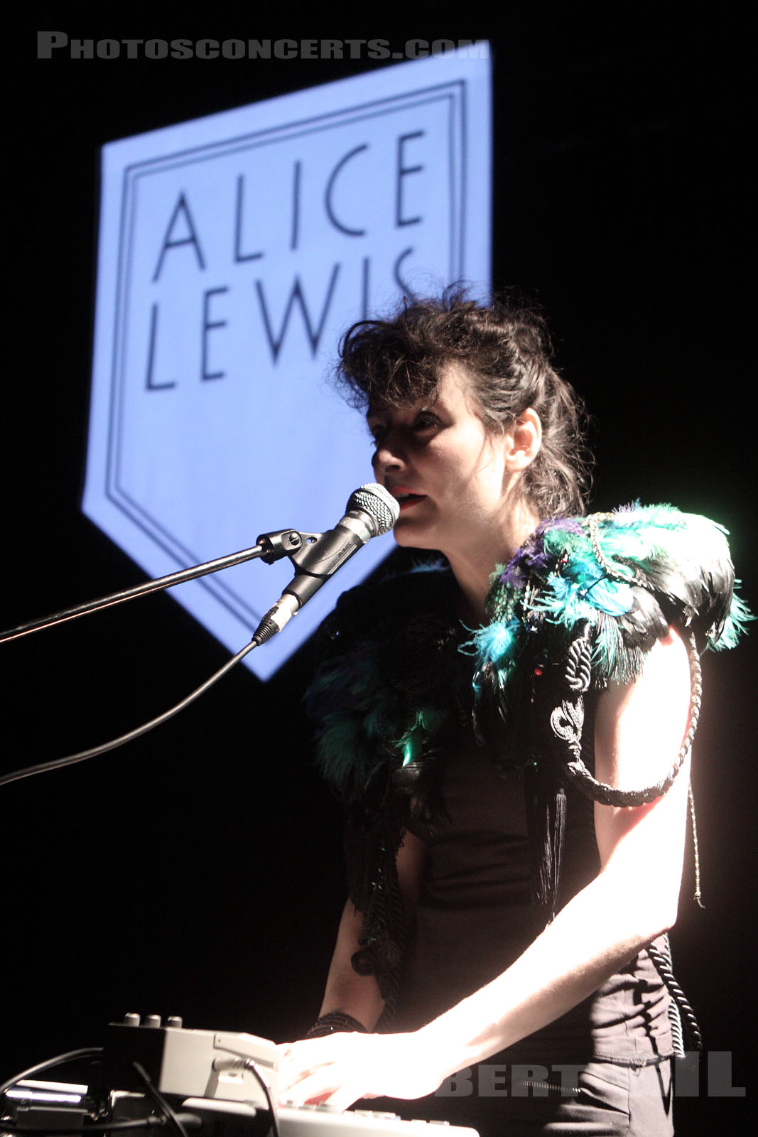 ALICE LEWIS - 2011-01-21 - PARIS - La Loge