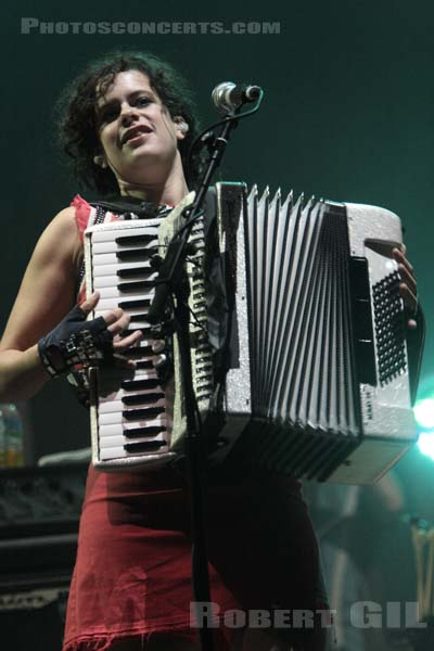 ARCADE FIRE - 2007-08-24 - SAINT CLOUD - Domaine National - Grande Scene