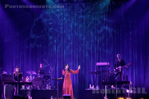 BAT FOR LASHES - 2016-10-28 - PARIS - Grande Halle de La Villette