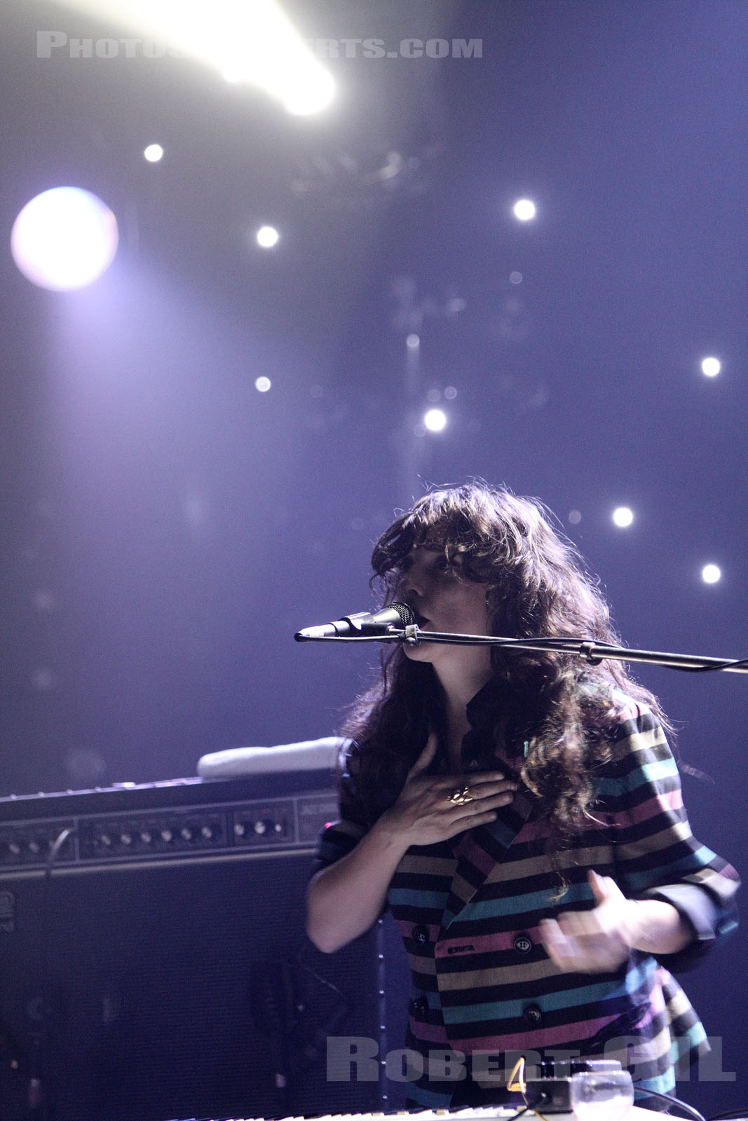 BEACH HOUSE - 2010-11-04 - PARIS - La Cigale
