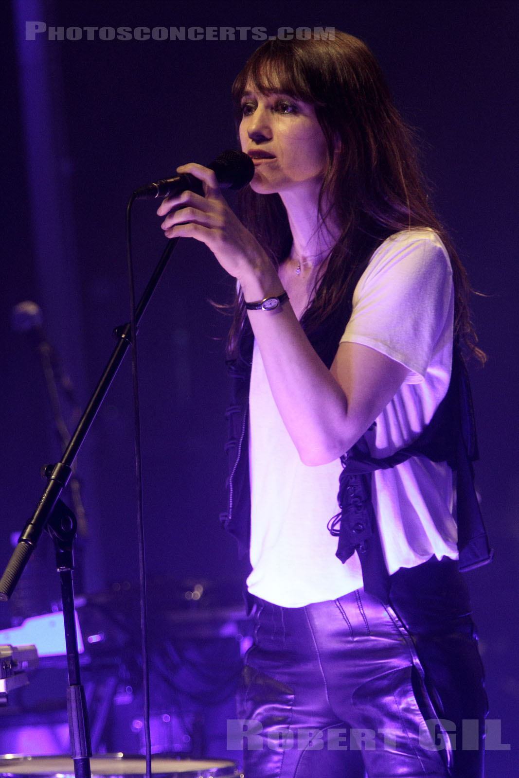 CHARLOTTE GAINSBOURG - 2010-06-16 - PARIS - La Cigale