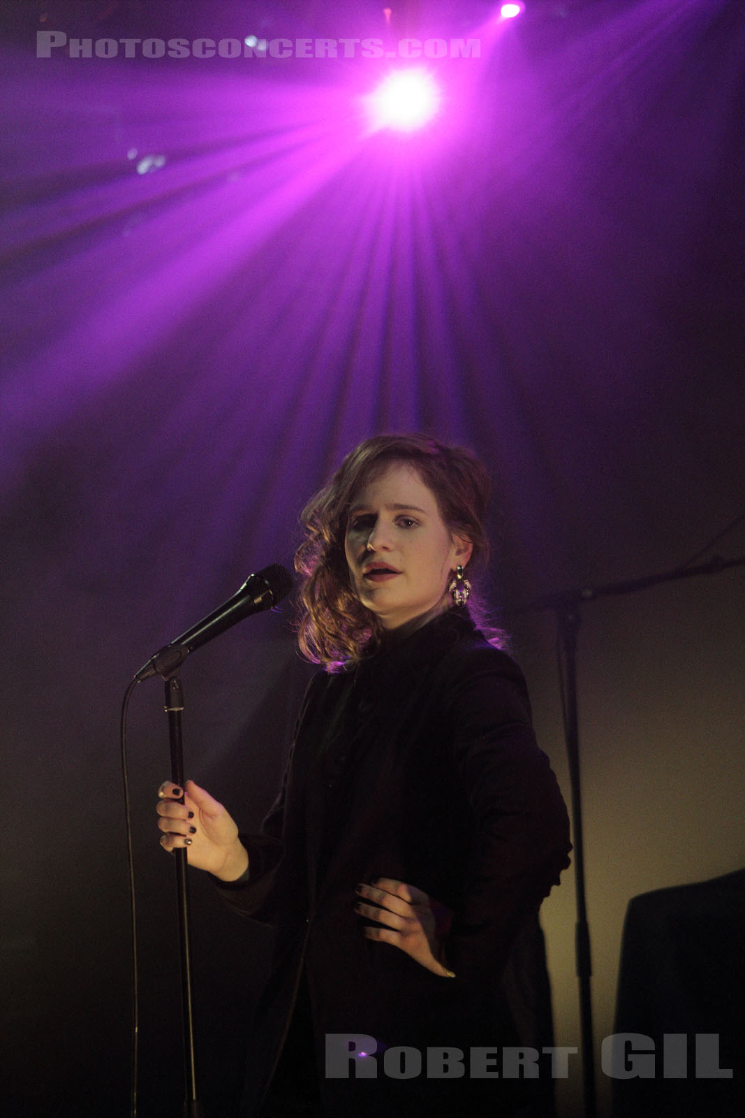 CHRISTINE AND THE QUEENS - 2011-12-15 - PARIS - La Maroquinerie