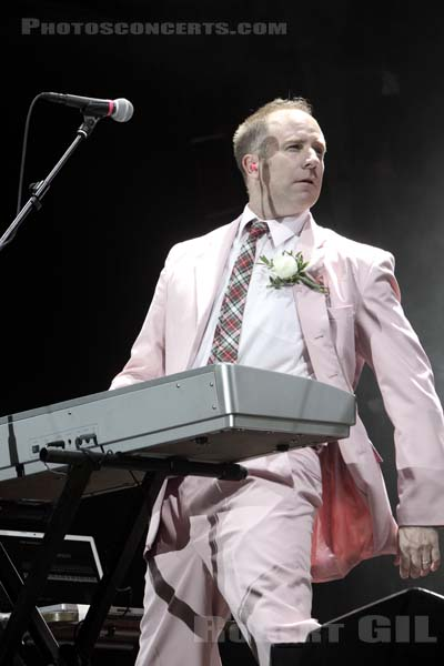 FAITH NO MORE - 2009-08-29 - SAINT CLOUD - Domaine National - Grande Scene