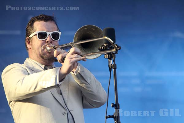 FAT FREDDY'S DROP - 2010-08-29 - SAINT CLOUD - Domaine National - Scene de la Cascade