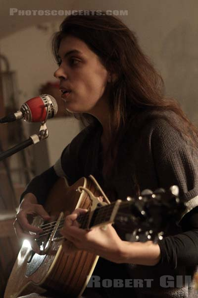 JULIE BYRNE - 2015-09-30 - PARIS - Villa Belleville