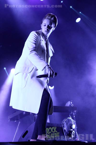 LA ROUX - 2014-08-24 - SAINT CLOUD - Domaine National - Scene de la Cascade