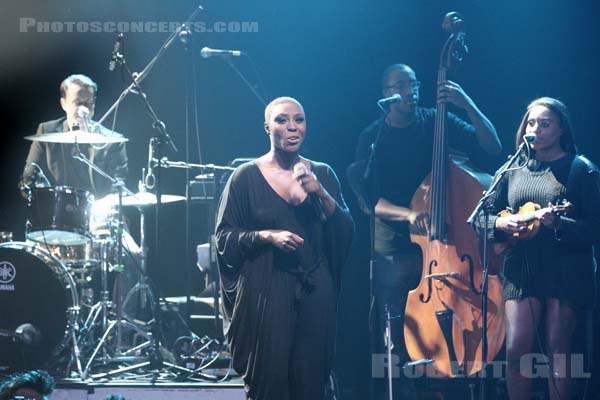LAURA MVULA - 2013-11-10 - PARIS - La Cigale