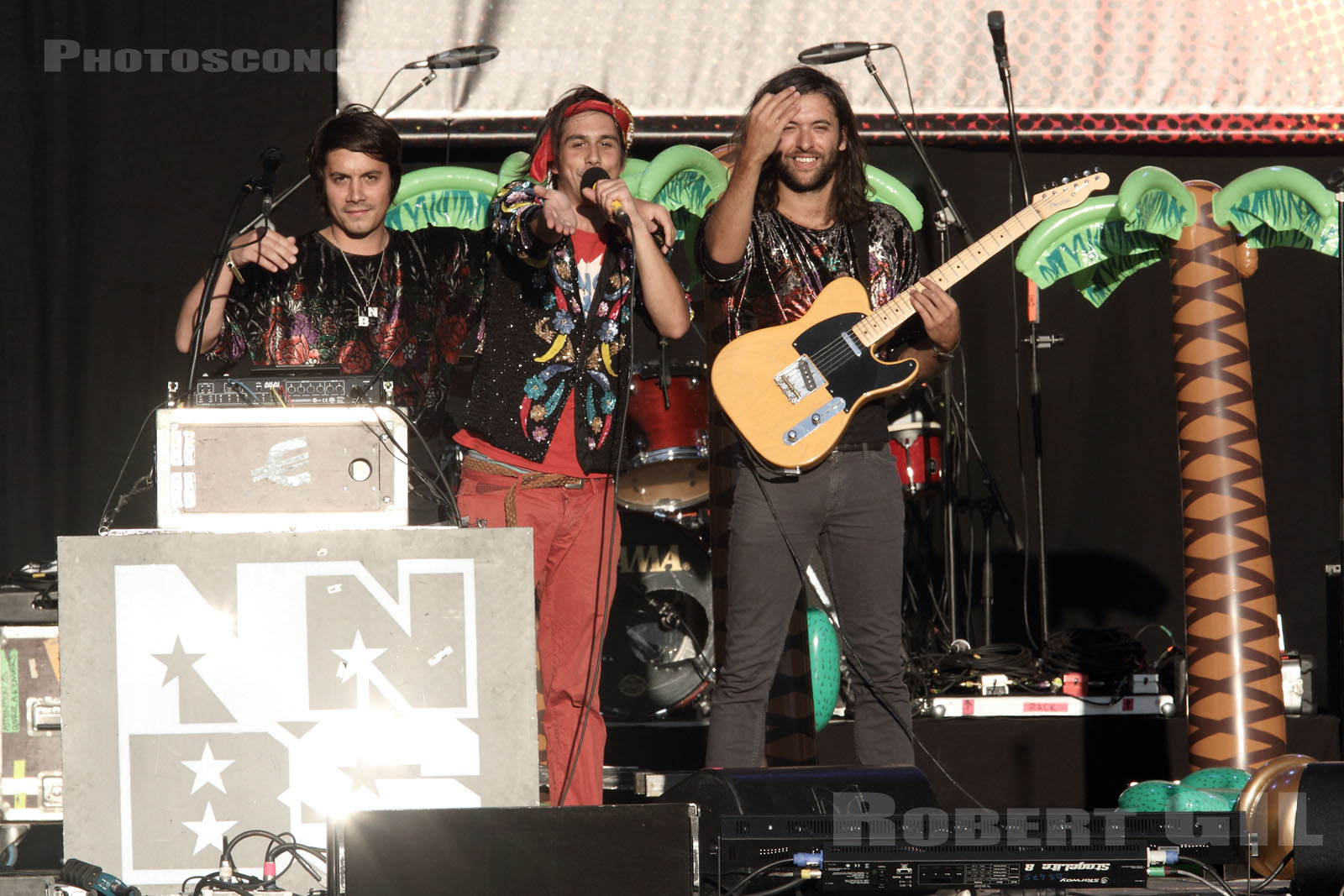 NAIVE NEW BEATERS - 2012-07-20 - PARIS - Parvis de l'Hotel de Ville