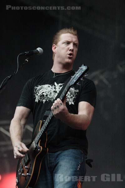 QUEENS OF THE STONE AGE - 2005-08-25 - SAINT CLOUD - Domaine National - Grande Scene