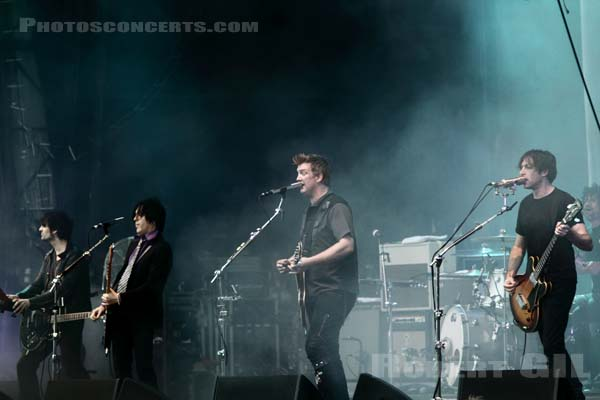 QUEENS OF THE STONE AGE - 2010-08-28 - SAINT CLOUD - Domaine National - Grande Scene