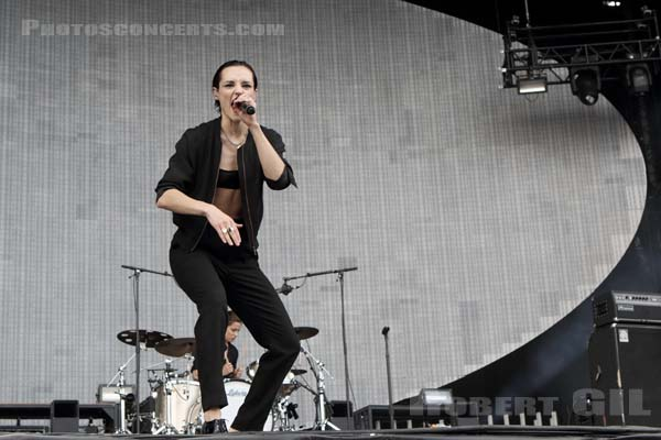 SAVAGES - 2017-07-02 - ARRAS - La Citadelle - Main Stage