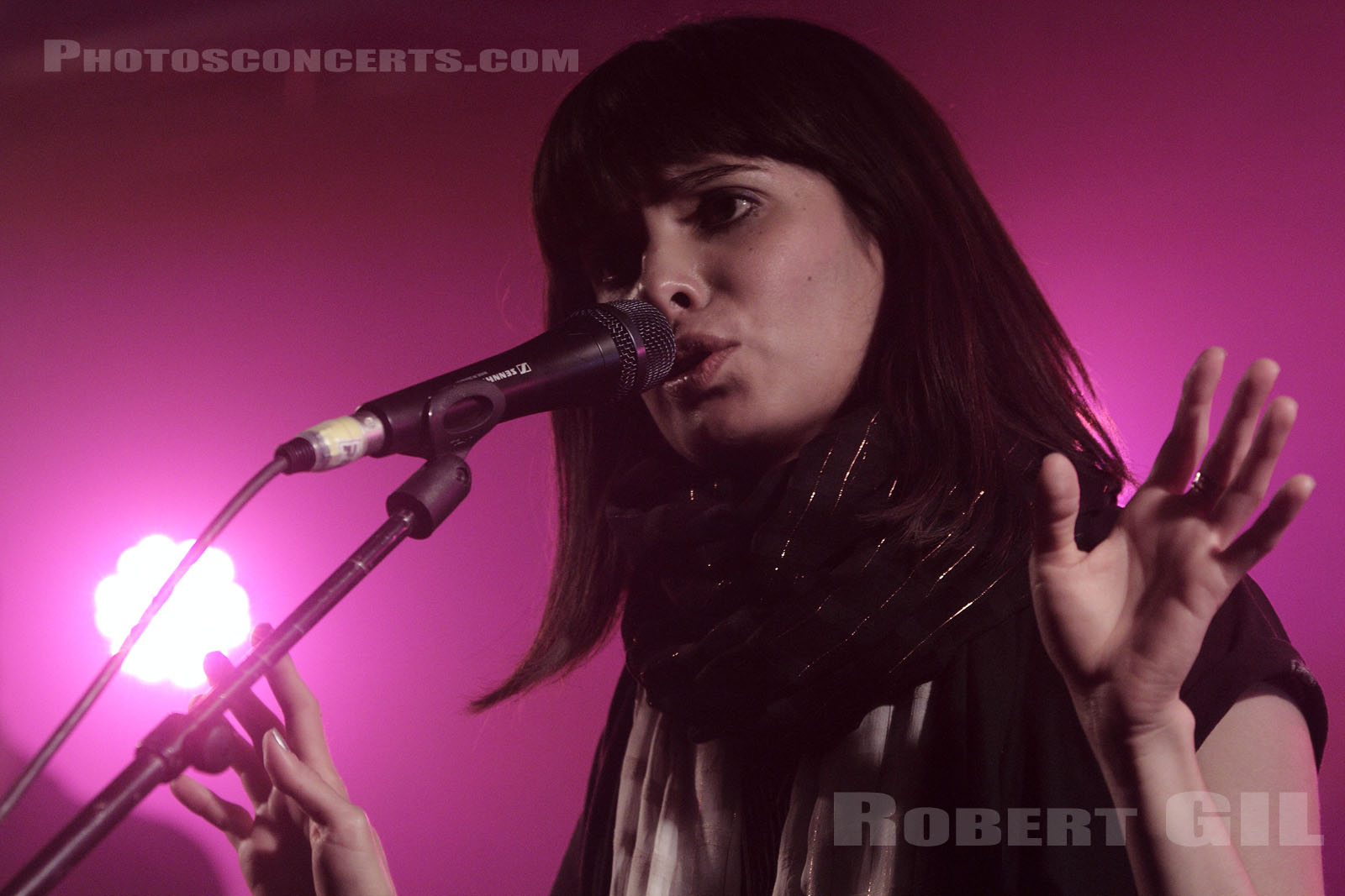 SCHOOL OF SEVEN BELLS - 2010-11-03 - PARIS - La Boule Noire