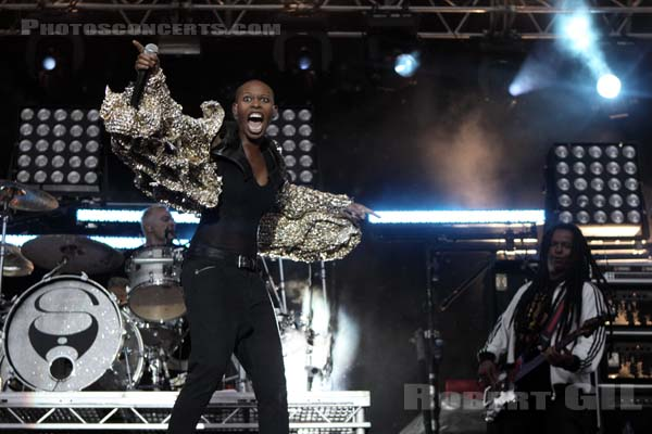 SKUNK ANANSIE - 2010-08-27 - SAINT CLOUD - Domaine National - Grande Scene