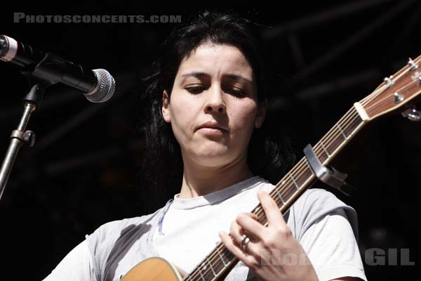 SOUAD MASSI - 2006-04-02 - PARIS - Place de la Republique