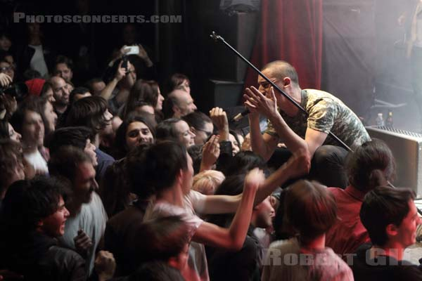 THE FAT WHITE FAMILY - 2015-11-13 - PARIS - La Cigale