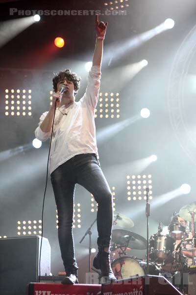 THE KOOKS - 2009-09-12 - LA COURNEUVE - Parc Departemental - Grande Scene
