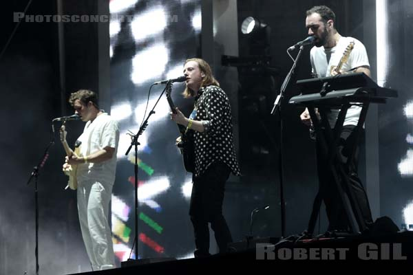 TWO DOOR CINEMA CLUB - 2016-08-26 - SAINT CLOUD - Domaine National - Grande Scene